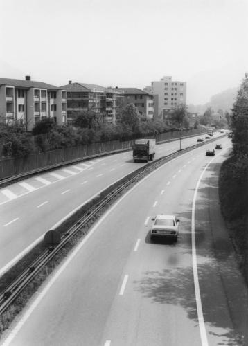 Alte Autobahn, 1988 von der  Grisigenbrücke aus gesehen.
