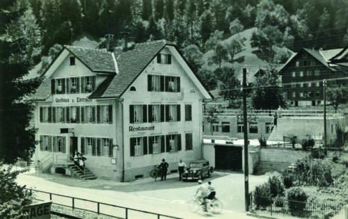 Das Gasthaus Eintracht (Aufnahme von 1938) wurde auch 'Pelzmühle' genannt. Es musste dem Ausbau der Autobahn weichen.