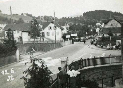 Wegscheide mit Autokolonne 1932